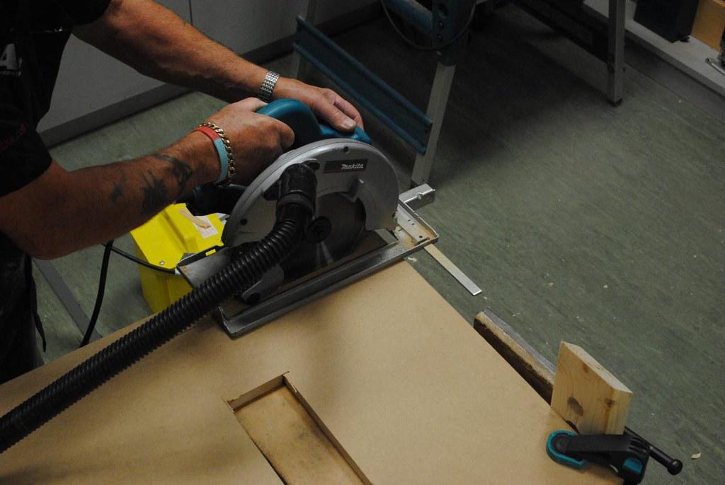 circular saw making grinding noise